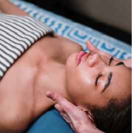 Keuze uit diverse gezichtsmassages voor totale ontspanning van lichaam en geest bij www.schoonheidssalonyvonnepurmerend.nl