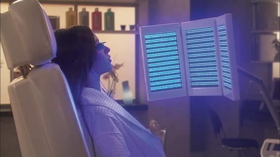 Led licht therapie huidverbetering bij Salon Yvonne Alberts www.schoonheidssalonyvonnepurmerend.nl